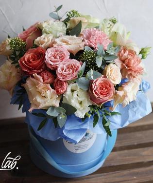 Цветы в коробке Шанель