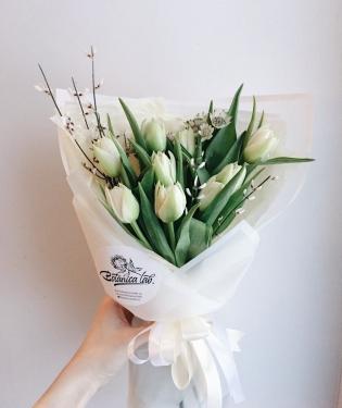 Белые тюльпаны 15 шт