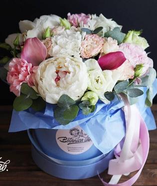 Цветы в коробке Кантор