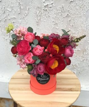 Цветы в коробке Амбассадор