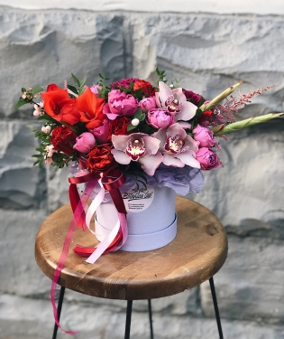 Цветы в коробке Фарида