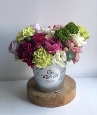 Цветы в ведре Фиеста