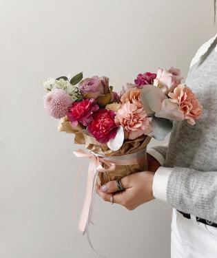 Цветы в ведре Леон