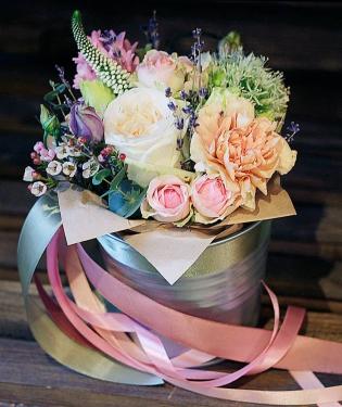 Цветы в ведре Сандей