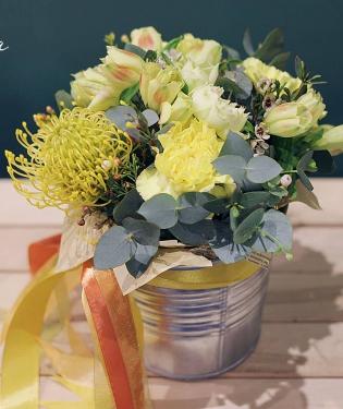 Цветы в ведре Лимончелло