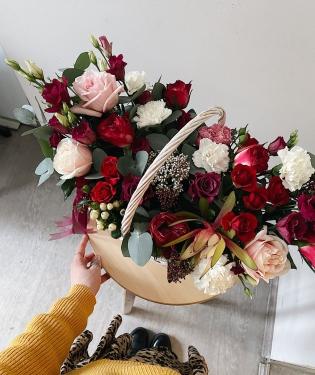 Цветы в корзине Холидей