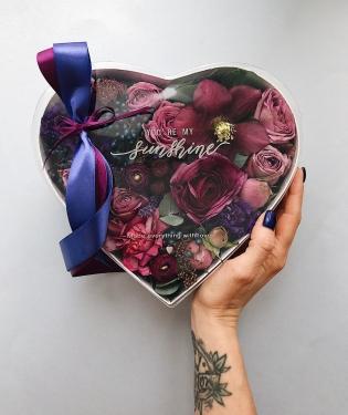 Цветы в коробке Милагрес