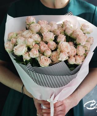 Букет из кустовых пионовидных роз