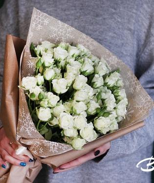 Букет из кустовых белых роз