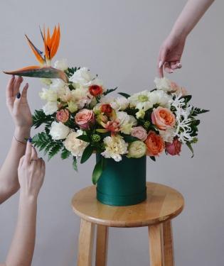 Цветы в коробке Монблан