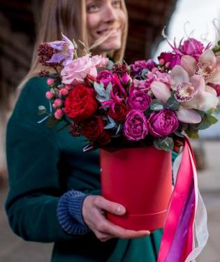 Цветы в коробке Аморе Мио